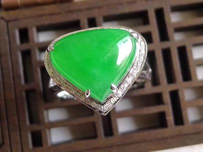 阳绿翡翠水滴镶金戒指  圈口17.8mm 4.74g