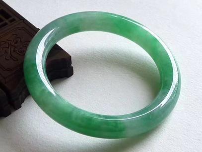 满绿翡翠圆条手镯 圈口55.4mm 55.32g